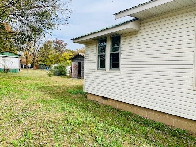 Porch yard featured at 120 Mabry Cir, Savannah, TN 38372