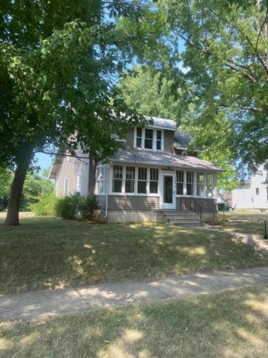 House view featured at 410 5th Ave W, Lamberton, MN 56152