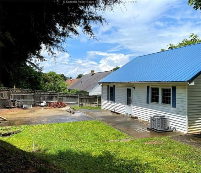 Yard featured at 312 7th St, New Haven, WV 25265
