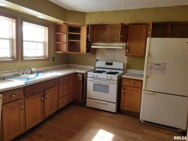 Kitchen featured at 406 N Madison St, West Frankfort, IL 62896