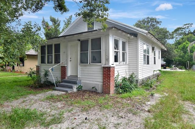 House view featured at 4835 16th St, Zephyrhills, FL 33542