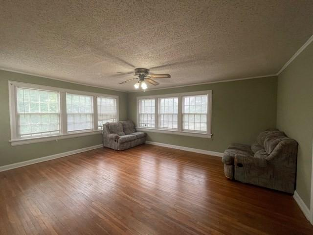 Living room featured at 217 S 12th St, Independence, KS 67301