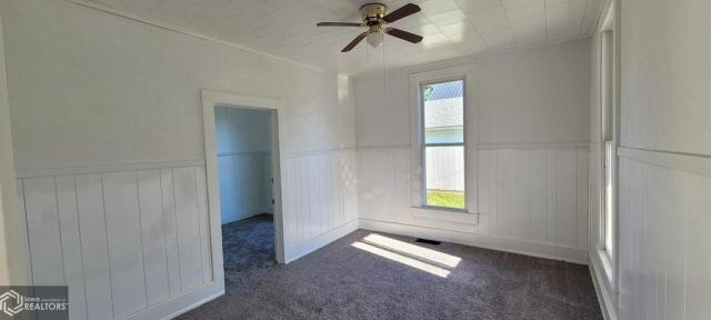 Bedroom featured at 927 S 15th St, Centerville, IA 52544