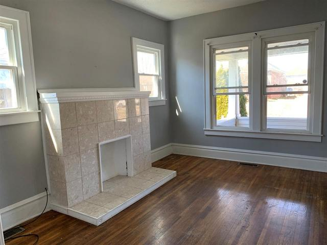 Living room featured at 2806 S 29th St, Ashland, KY 41102