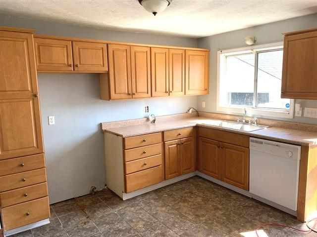 Kitchen featured at 2806 S 29th St, Ashland, KY 41102