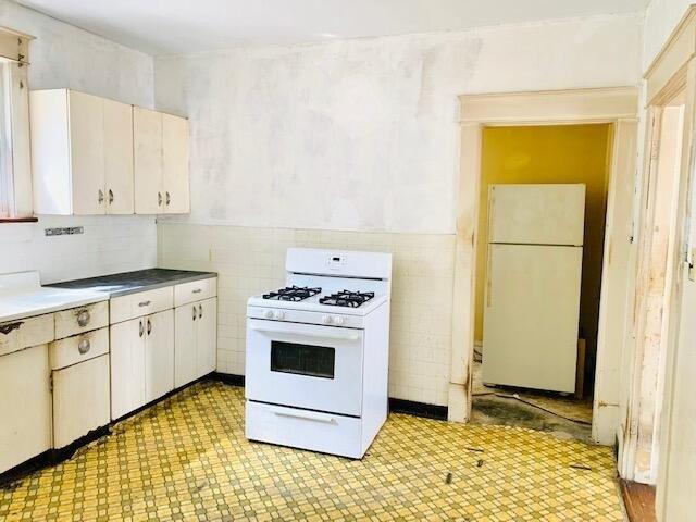 Kitchen featured at 629 Roxbury St, Clifton Forge, VA 24422