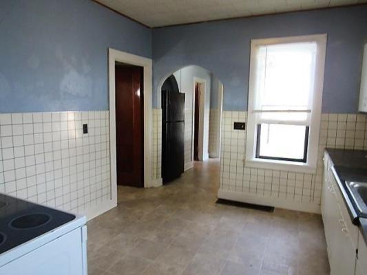 Laundry room featured at 1630 300th St, Dyersville, IA 52040