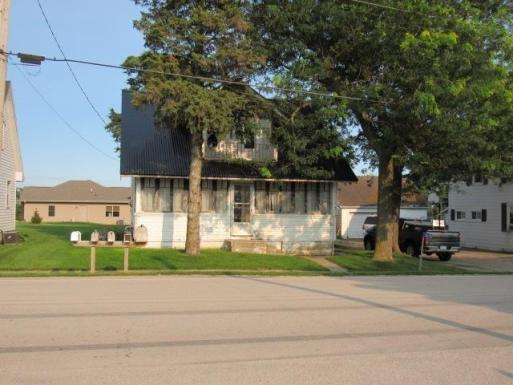 Road view featured at 1630 300th St, Dyersville, IA 52040
