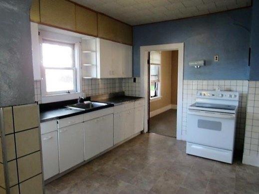 Kitchen featured at 1630 300th St, Dyersville, IA 52040