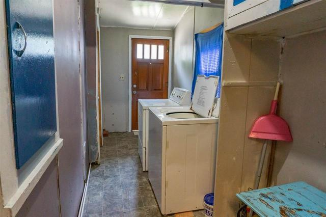 Laundry room featured at 314 S Broadway St, Herington, KS 67449