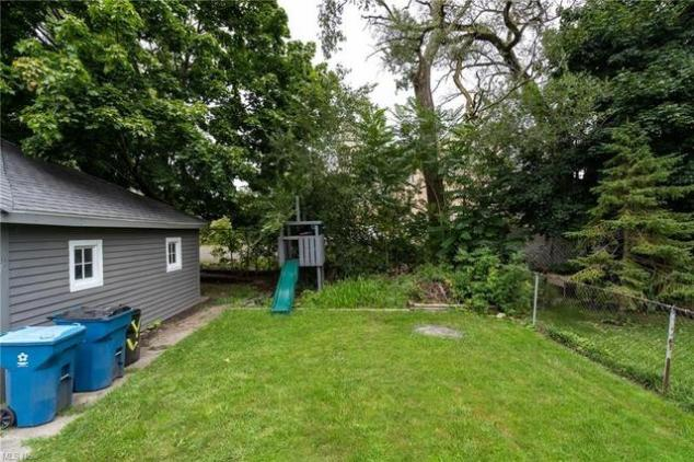 Yard featured at 2435 Apple Ave, Lorain, OH 44055
