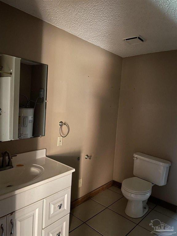 Bathroom featured at 4560 Trice Rd, Milton, FL 32571