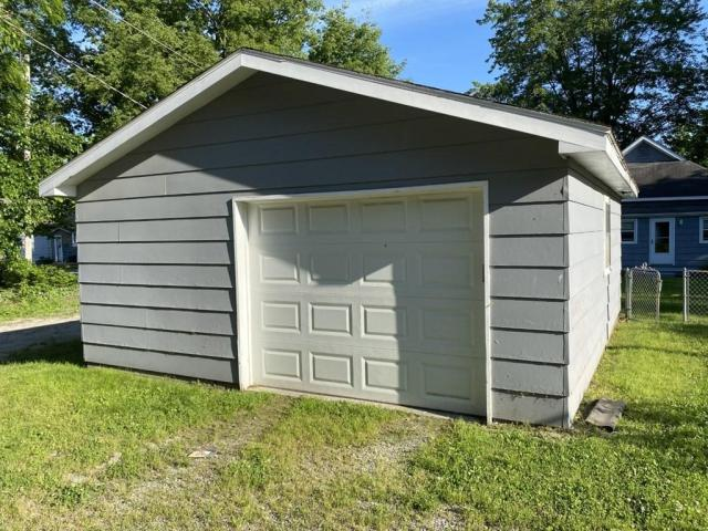 Garage featured at 118 W Forest St, Pittsburg, KS 66762