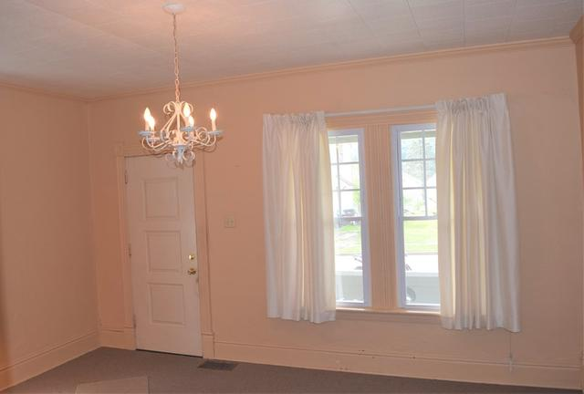Dining room featured at 328 Pacific St, Franklin, PA 16323