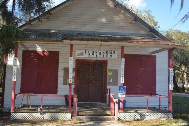 Porch featured at 1349 SR 100 Rd, Melrose, FL 32666