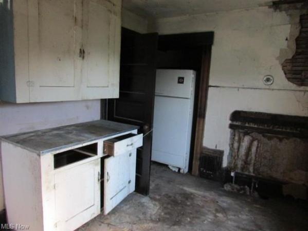 Kitchen featured at 639 Park Ave SW, Canton, OH 44706
