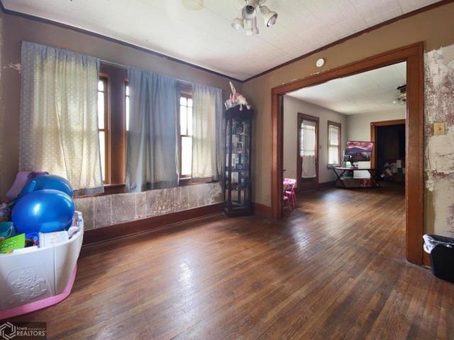 Living room featured at 123 Highland Ave, Dumont, IA 50625