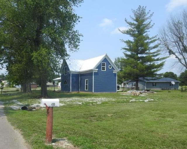 Yard featured at 405 5th St, Centertown, KY 42328