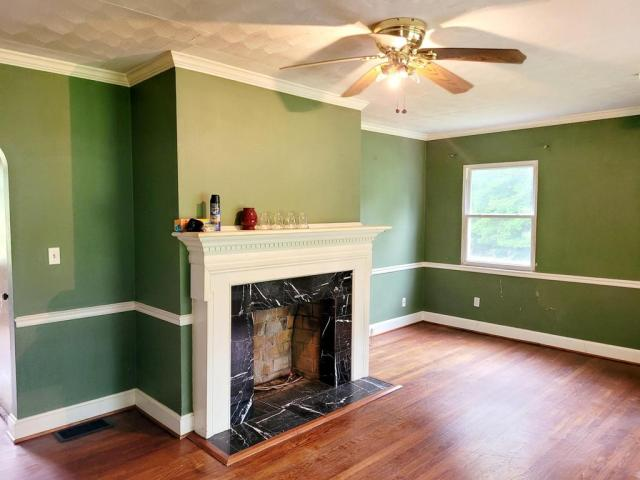 Living room featured at 1598 The Lake Rd, Clintwood, VA 24228