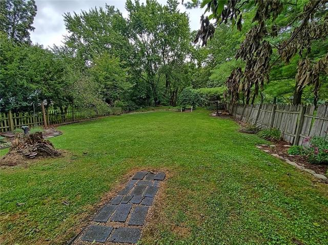 Yard featured at 415 W Union St, Newark, NY 14513