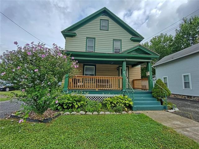 Porch yard featured at 415 W Union St, Newark, NY 14513