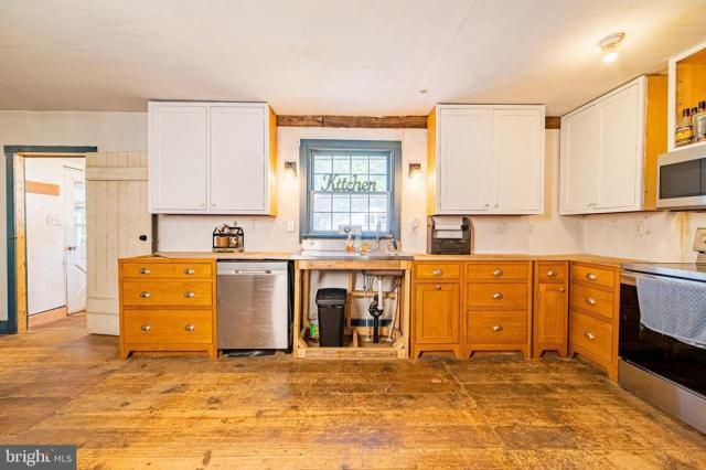 Kitchen featured at 940 Ye Greate St, Greenwich, NJ 08323