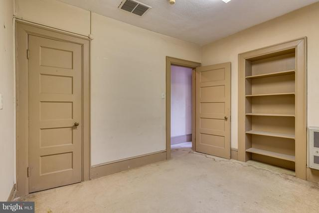 Bedroom featured at 219 W Burke St, Martinsburg, WV 25401