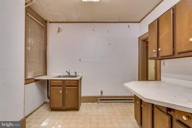 Kitchen featured at 219 W Burke St, Martinsburg, WV 25401