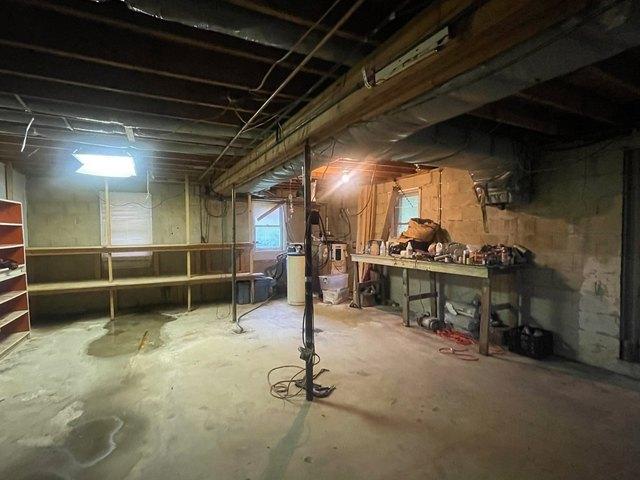 Garage featured at 72 Linden Br, Stanville, KY 41659