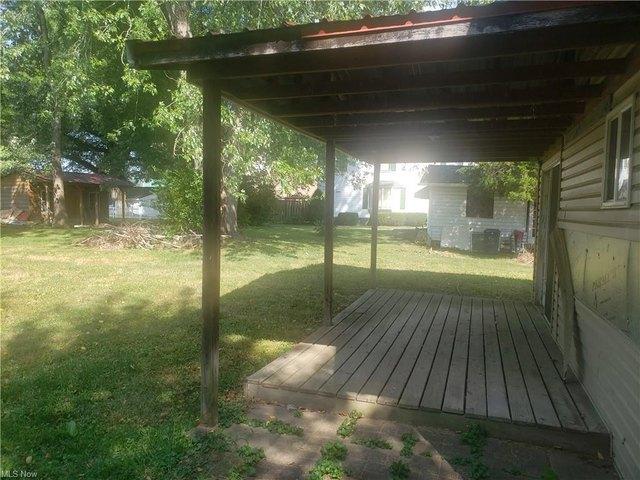 Porch yard featured at 296 Washington St, Elizabeth, WV 25270