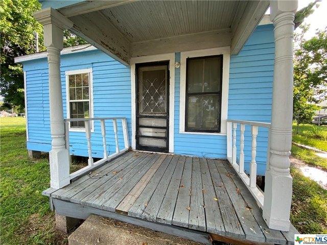 Porch featured at 2109 S Laurent St, Victoria, TX 77901