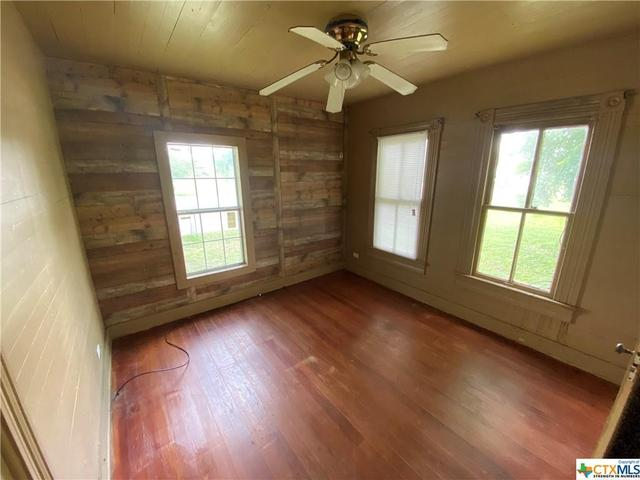 Living room featured at 2109 S Laurent St, Victoria, TX 77901
