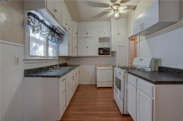 Kitchen featured at 501 W Pierce St, Mangum, OK 73554