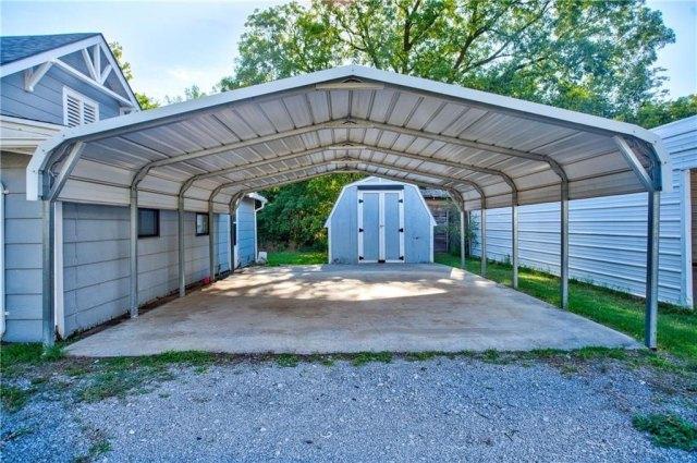 Garage featured at 501 W Pierce St, Mangum, OK 73554