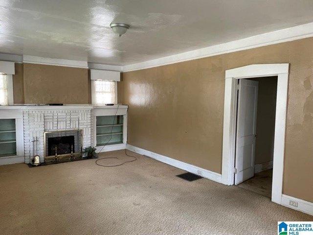 Living room featured at 1020 Graymont Ave W, Birmingham, AL 35204