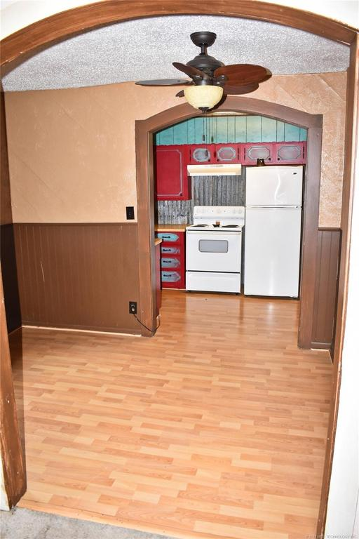 Kitchen featured at 712 SE 1st St, Antlers, OK 74523