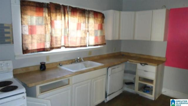 Kitchen featured at 2118 Woodland Ave, Anniston, AL 36207