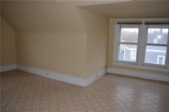 Bedroom featured at 1416 Charleston Ave, Huntington, WV 25701