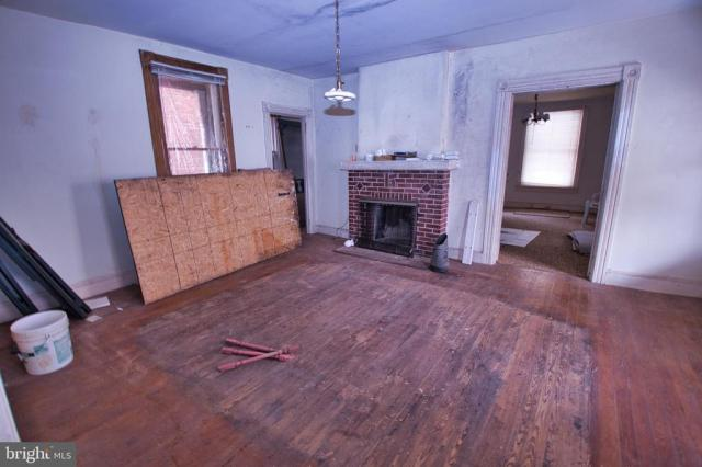 Living room featured at 35 S Main St, Port Deposit, MD 21904