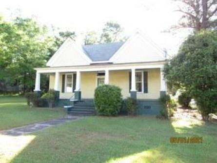 House view featured at 177 Slaughter Ave, Camp Hill, AL 36850