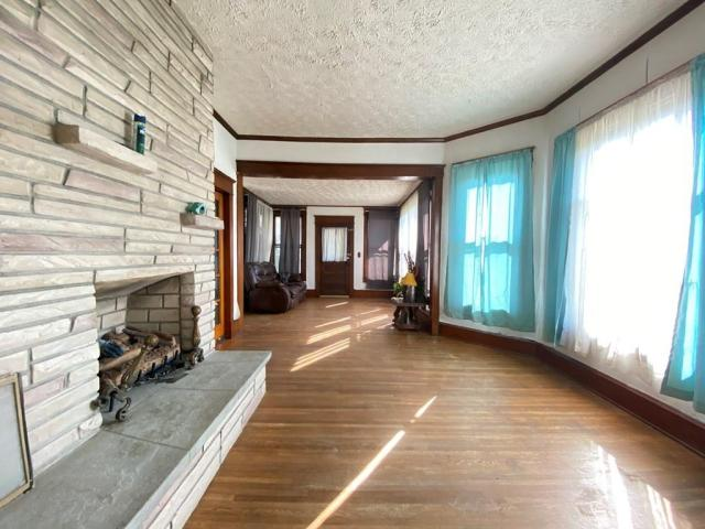 Living room featured at 1105 S 9th St, Princeton, WV 24740