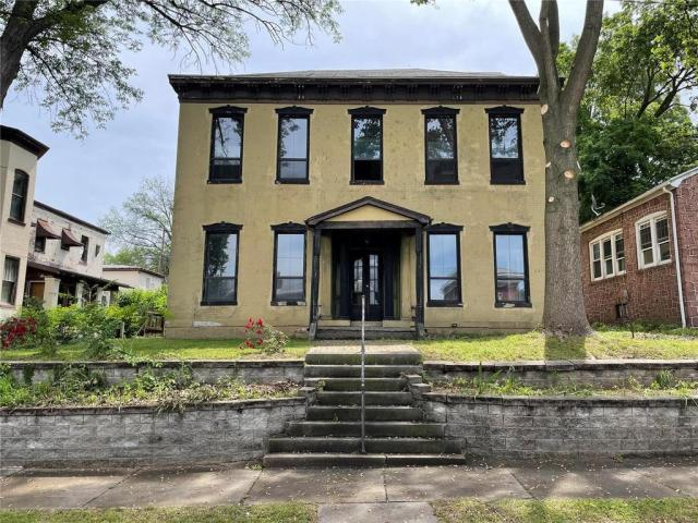 House view featured at 218 S Charles St, Belleville, IL 62220