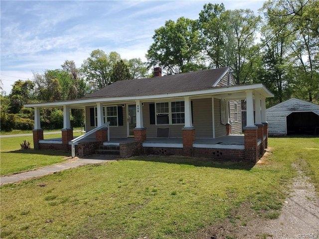 Porch yard featured at 303 Gray Ave, Waverly, VA 23890