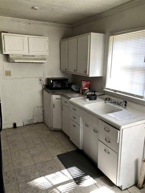 Kitchen featured at 3958 Guyton St, Macon, GA 31206