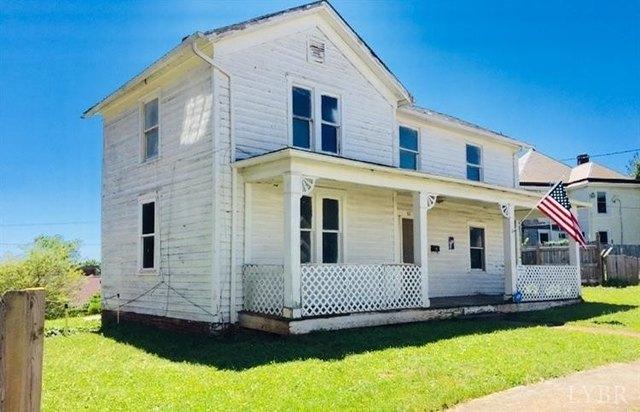 Porch featured at 831 Victoria Ave, Lynchburg, VA 24504