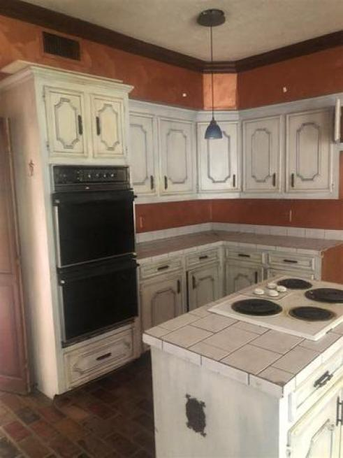 Kitchen featured at 244 Meadowoods Dr, Jackson, MS 39211