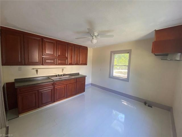 Kitchen featured at 1318 Franklin Ave, High Point, NC 27260