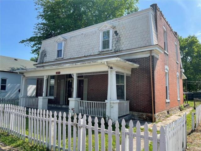 Porch featured at 314 N Charles St, Belleville, IL 62220