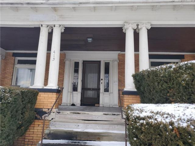 Porch featured at 415 E Moody Ave, New Castle, PA 16105