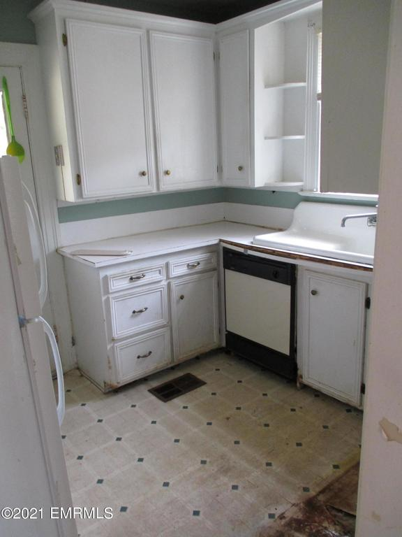 Laundry room featured at 3114 25th St, Meridian, MS 39301